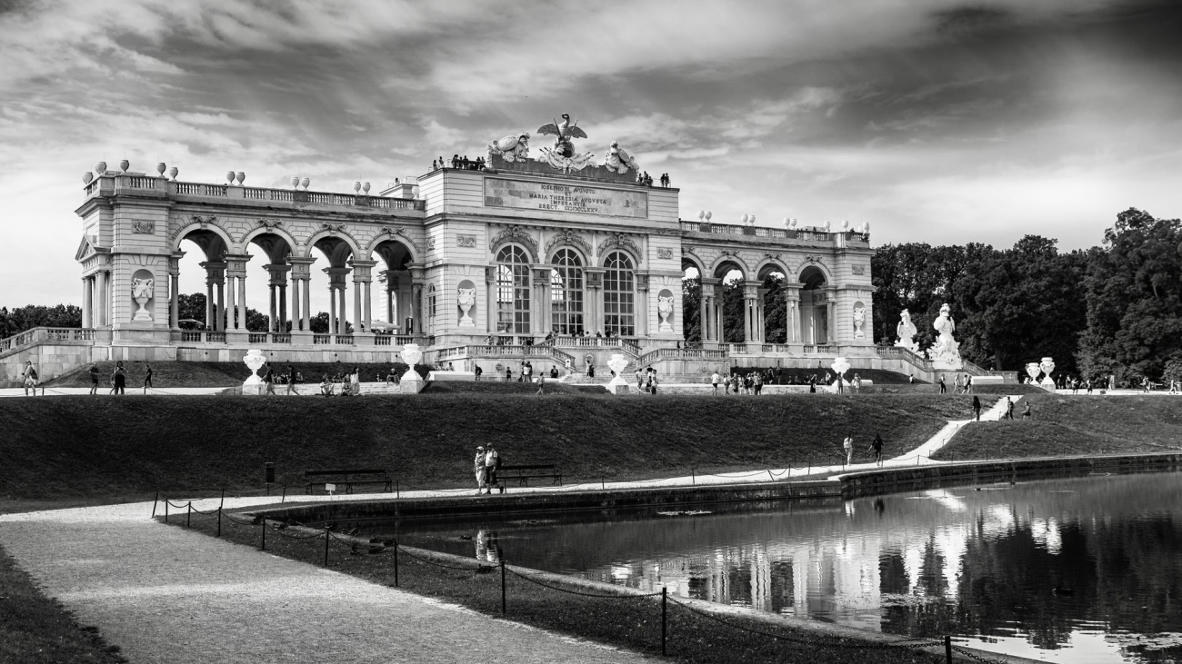 greyscale photography of schonbrunn palace